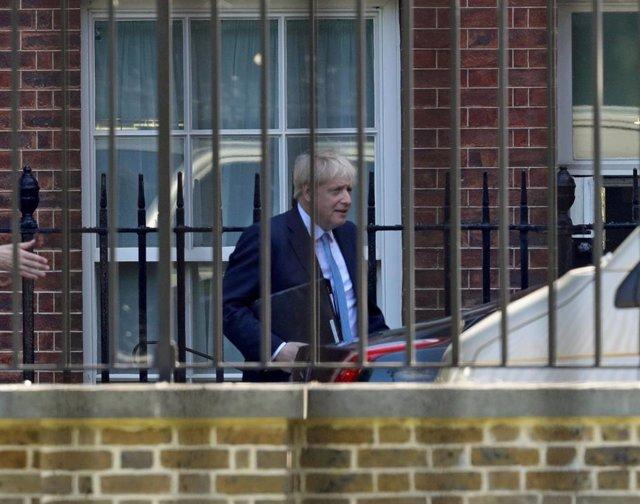 Boris Johnson a la salida de la primera reunión con su Gobierno en el número 10 de Downing Street