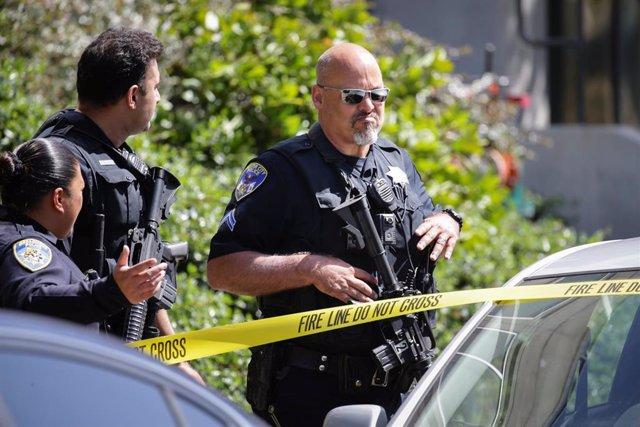 Fuerzas del orden en la sede de YouTube en San Bruno tras un tiroteo