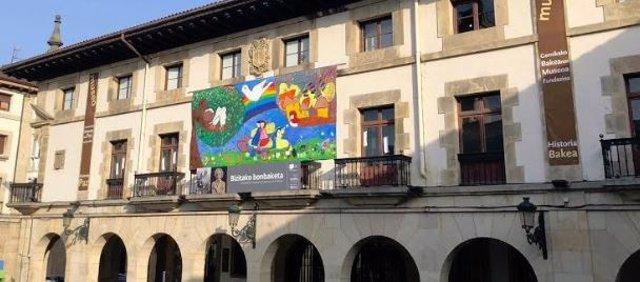 Mural elaborado por niños de Hiroshima exhibido en Museo de Paz de Gernika