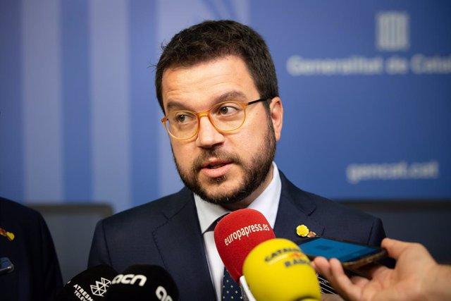 El vicepresident i conseller d'Economia i Hisenda de la Generalitat, Pere Aragonés, atén als mitjans de comunicació després de la constitució del nou Consell del Treball Autònom de la Generalitat de Catalunya.