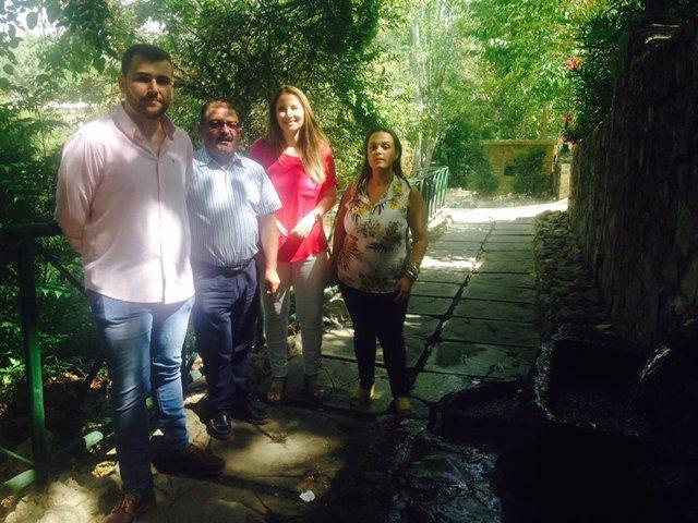Visita del diputado de Infraestructuras Municipales, José Castro, junto a la alcaldesa de Los Villares, Ana Morillo