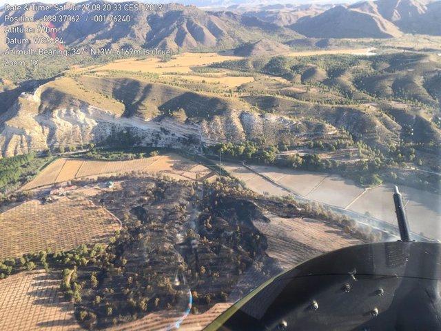 Imágenes tomadas el sábado por la mañana desde los helicópteros del Infomur del incendio forestal del Embalse del Cenajo