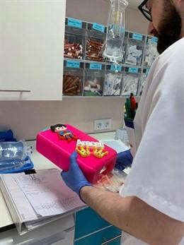 Bolsas para quimioterapia de los niños de la Arrixaca creadas y donadas por el Instituto de Enseñanza Secundaria (IES) Manuel Tárraga Escribano de San Pedro del Pintar