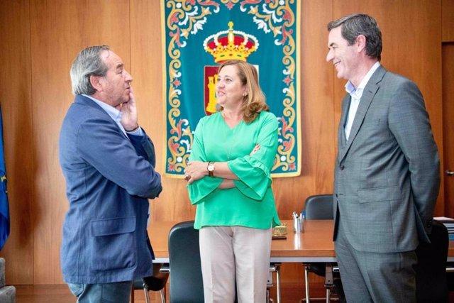 La consejera de Educación, Cultura y Deportes, Rosa Ana Rodríguez, se reúne con el presidente y al secretario general de la Confederación de Empresarios de Castilla-La Mancha (CECAM), Ángel Nicolás y Félix Peinado.