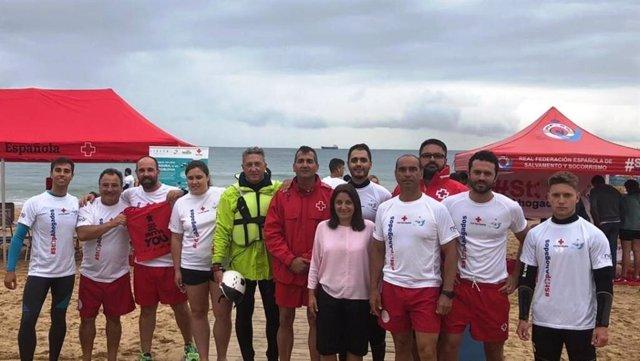 La presidenta de la Real Federación Española de Salvamento y Socorrismo, Isabel García Sanz, asiste a los talleres de prevención en Santander
