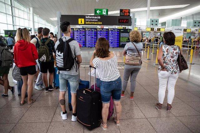Pasajeros en el Aeropuerto de Barcelona - El Prat de Llobregat durante la huelga de trabajadores de Iberia Barcelona