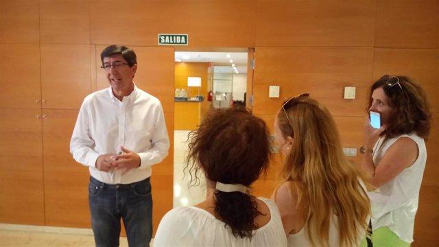 El vicepresidente de la Junta de Andalucía y consejero de Turismo, Regeneración, Justicia y Administración Local, Juan Marín, atiende a los medios.