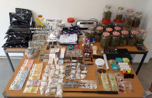 Imagen de la droga incautada en sendos operativos de la Guardia Civil en Magaluf.