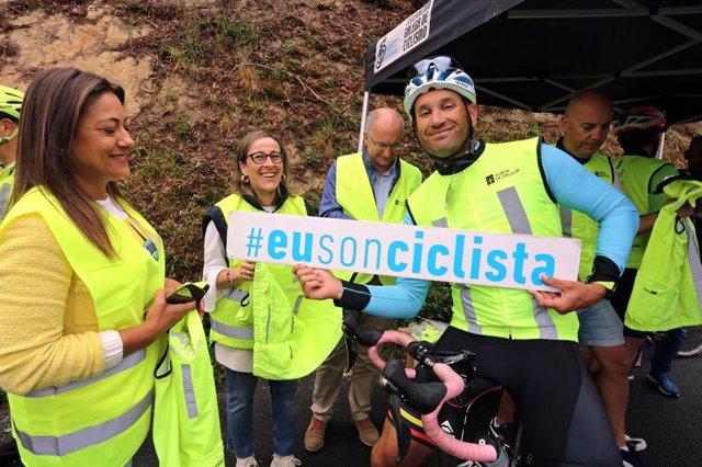 Nota E Fotos: A Xunta E A Federación Galega De Ciclismo Entregan En Noia 120 Prendas Reflectantes Dentro Da Campaña 'Eu Fágome Ver' Para Mellorar A Seguridade Dos Máis Vulnerables Nas Estradas