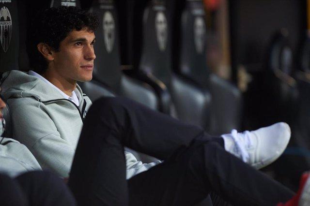 Jesús Vallejo, en el banquillo con el Real Madrid.