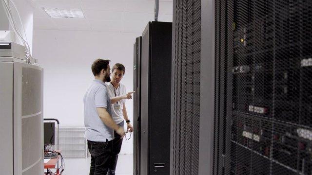 Imatge dels nous servidors del sistema d'informació d'històries clíniques de Son Espases.