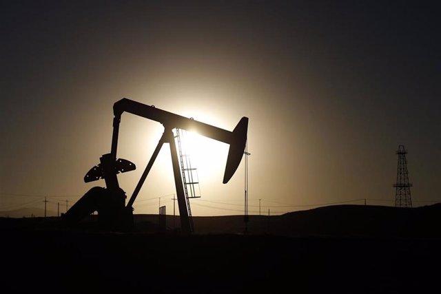 Imagen de una terminal de extracción de petróleo