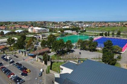 Santander mejorará las calles y caminos del Complejo y del campo de fútbol de Cueto