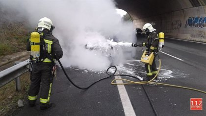 Extinguido un incendio en una furgoneta de camping en la A-8 a la altura de Caviedes