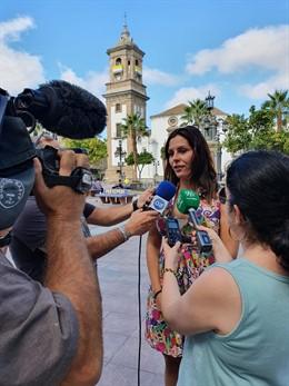 La diputada de Ciudadanos (Cs) por Cádiz en el Parlamento de Andalucía, Ángel Rodríguez, atiende a medios