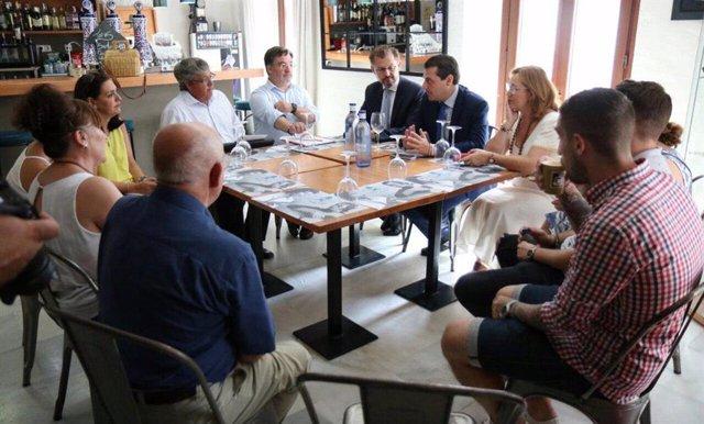 El alcalde de Córdoba, José María Bellido, durante un encuentro