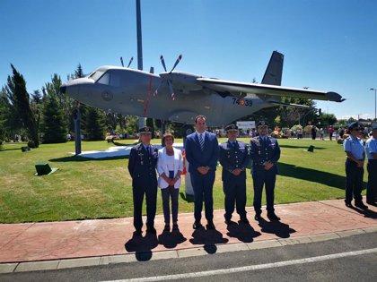 """Una glorieta con un Aviocar C-112 refleja la """"gran viculación"""" de Matacán con Santa Marta (Salamana)"""