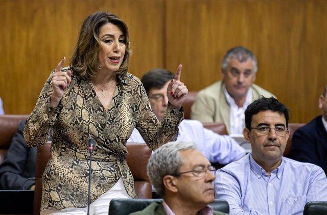 La secretaria general del PSOE-A, Susana Díaz, interviene en el pleno del Parlamento andaluz.