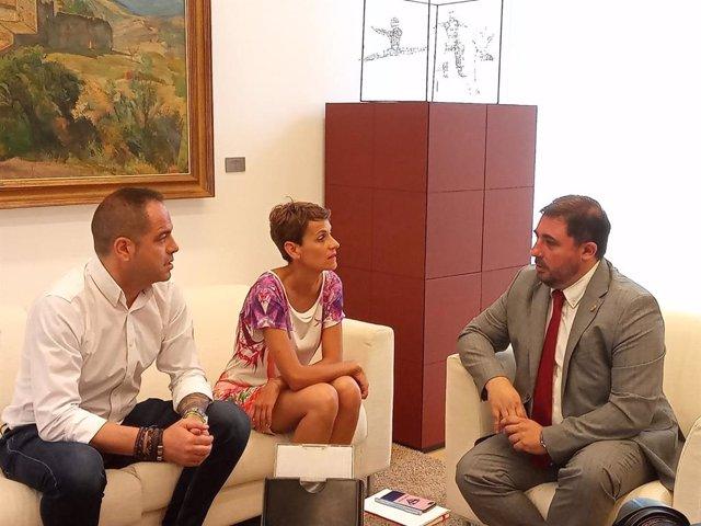 De izquierda a derecha, el secretario de Organización del PSN, Ramón Alzórriz, la secretaria general del PSN, María Chivite, y el presidente del Parlamento de Navarra, Unai Hualde.