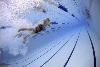 Consejos para evitar una lesión medular al tirarte al agua