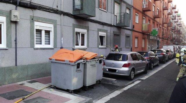 Los Bomberos de Valladolid sofocan un incendio en una vivienda del barrio de Las Delicias.