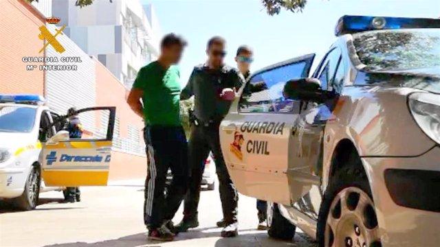 Imagen de archivo de un arresto de la Guardia Civil de Tráfico