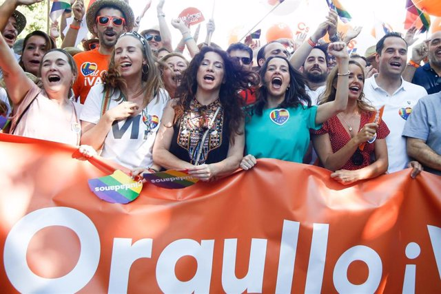 Ignacio Aguado, Inés Arrimadas y otros miembros de Ciudadanos en la manifestación estatal del Orgullo LGTBI en Madrid, desde Atocha hasta Colón