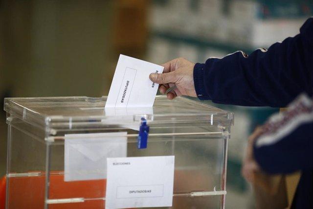 Recursos de elecciones generales 2015, Congreso, Cortes Generales, Parlamento, diputados, papeletas, sobres, urnas, votar, voto