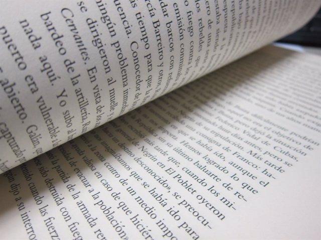 Pàgines d'un llibre (arxiu)