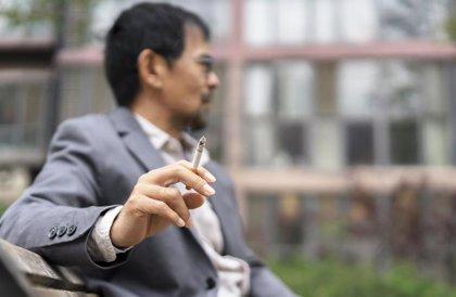 El humo del tabaco puede hacer a las bacterias más resistentes a los antibióticos