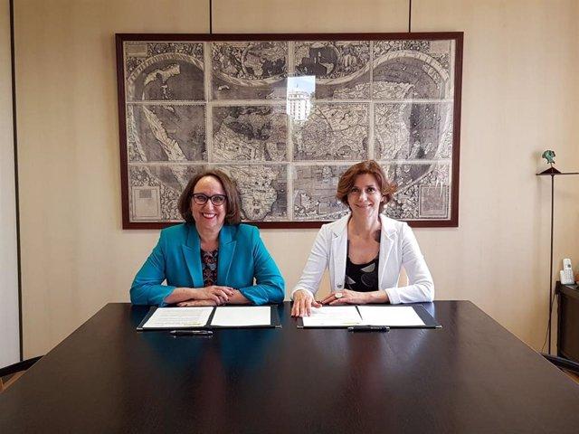 La secretaria general iberoamericana, Rebeca Grynspan, y la secretaria de Estado de Turismo, Isabel Oliver.