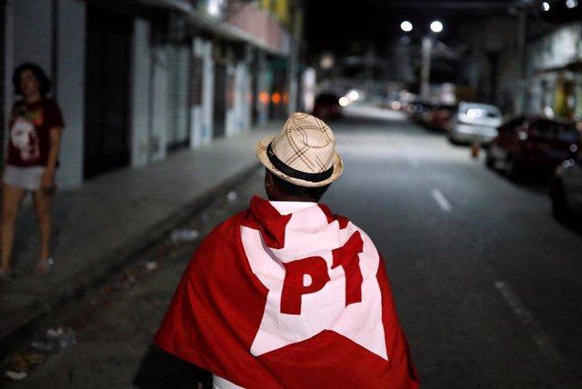 Un seguidor del PT brasileño.