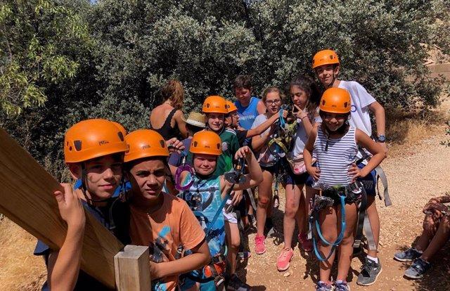 Grupo de niños participantes en el campamento de verano de FEDE de Valdepeñas 2019