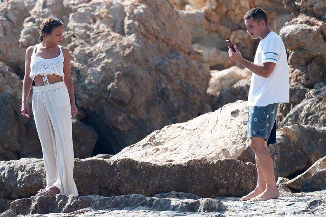 Benji Aparicio con Claura García en Ibiza