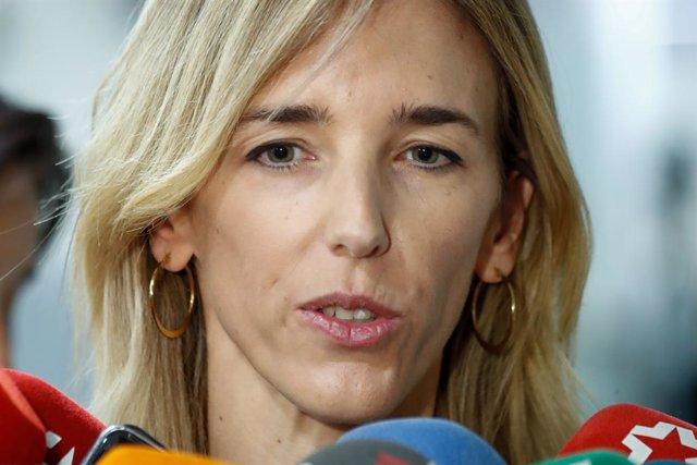 La portavoz del PP en el Congreso de los Diputados, Cayetana Álvarez de Toledo, ofrece declaraciones a los medios de comunicación en la Cámara Baja un día después de su nombramiento.