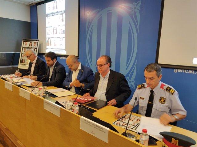 Juli Gendrau (SCT), David Saldoni (ACM), el conseller Miquel Buch, Rogeli Salvador de la Creu (FMC) i el comissari Joan Carles Molinero (Mossos)