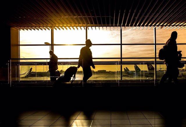 Pasajeros en aeropuerto