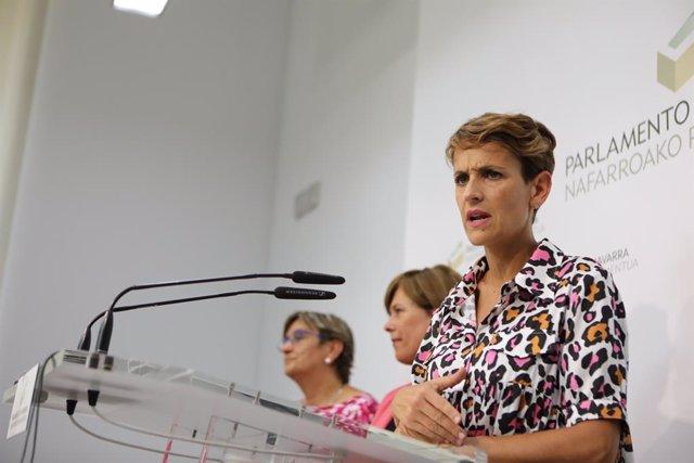 La secretaria general de PSN, María Chivite, durante su intervención en la rueda de prensa tras cerrarse el preacuerdo entre PSN, Geroa Bai, Podemos e Izquierda-Ezkerra para el programa de Gobierno en Navarra.