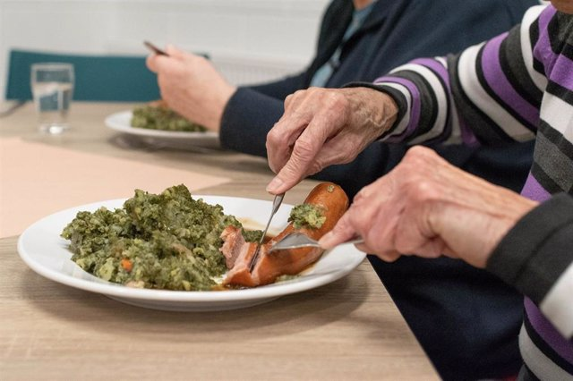 La dieta de los mayores en verano debe ser rica en frutas y verduras y baja en calorías