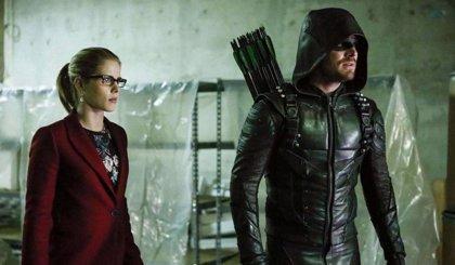 "Stephen Amell promete que Arrow tendrá ""un final súper feliz"""