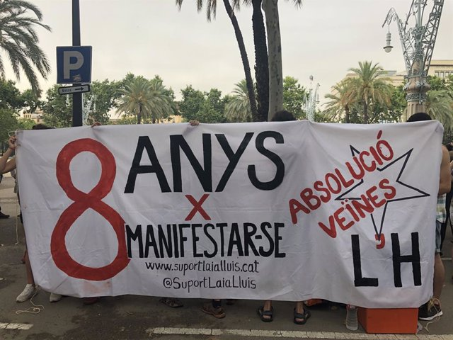 Protesta pel judici en l'Audincia de Barcelona a dos activistes per desordres en una manifestació contra la detenció de Carles Puigdemont