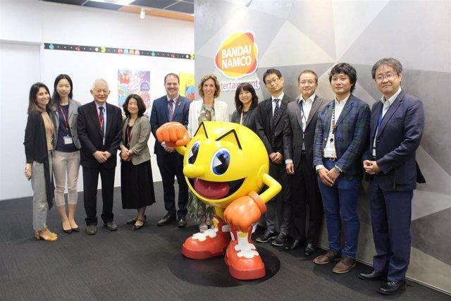 La consellera Chacón con representantes de Bandai Namco en la sede de la empresa en Japón