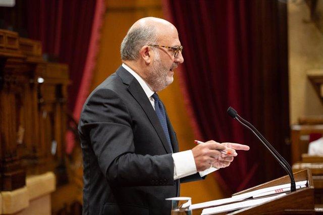El portaveu adjunt de JxCat, Eduard Pujol, en un ple del Parlament