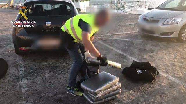 """Remitiendo Np Opc Huelva """"La Guardia Civil Interviene 159 Kg. De Polen De Hachís Ocultos En Dos Vehículos En El Puerto De Huelva """""""