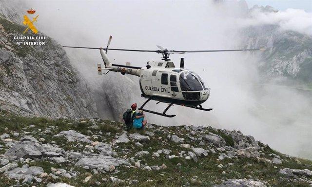 Nota De Prensa La Guardia Civil Rescata A Dos Montañeros Enriscados En Picos De Europa
