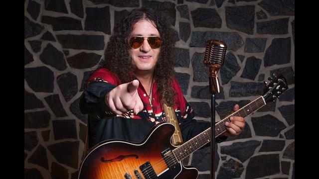 El cantante y guitarrista Santi Campillo.