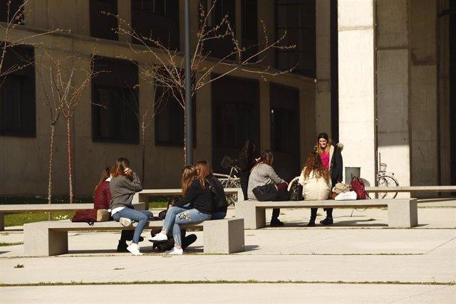 El Gobierno de Aragón convoca las becas de movilidad para estudiantes universitarios.