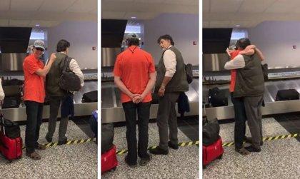 Dos hermanos se reencuentran después de 20 años sin verse y uno de ellos tarda en reconocer al otro