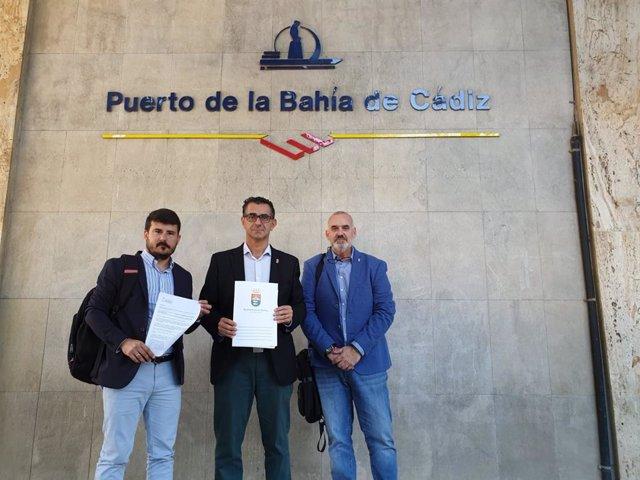 Miguel Molina junto con otros dos técnicos municipales en la sede de la APBC