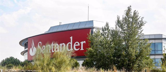 Cartel del Banco Santander en la Ciudad Grupo Santander (Comunidad de Madrid)